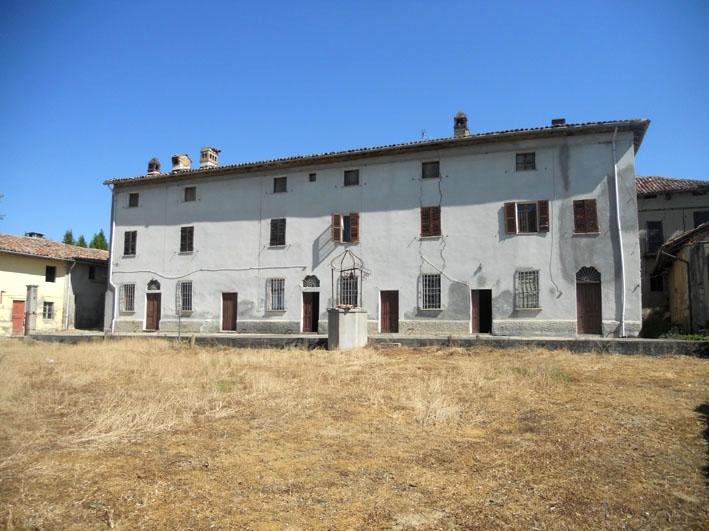 Rosignano Monferrato vendesi cascina 22 vani 1400 Mq