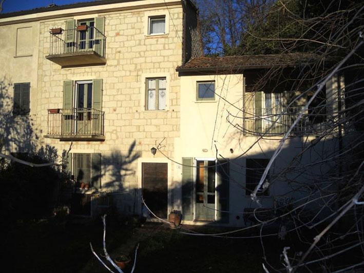 Rosignano Monferrato vendesi rustico 4 vani 200 Mq