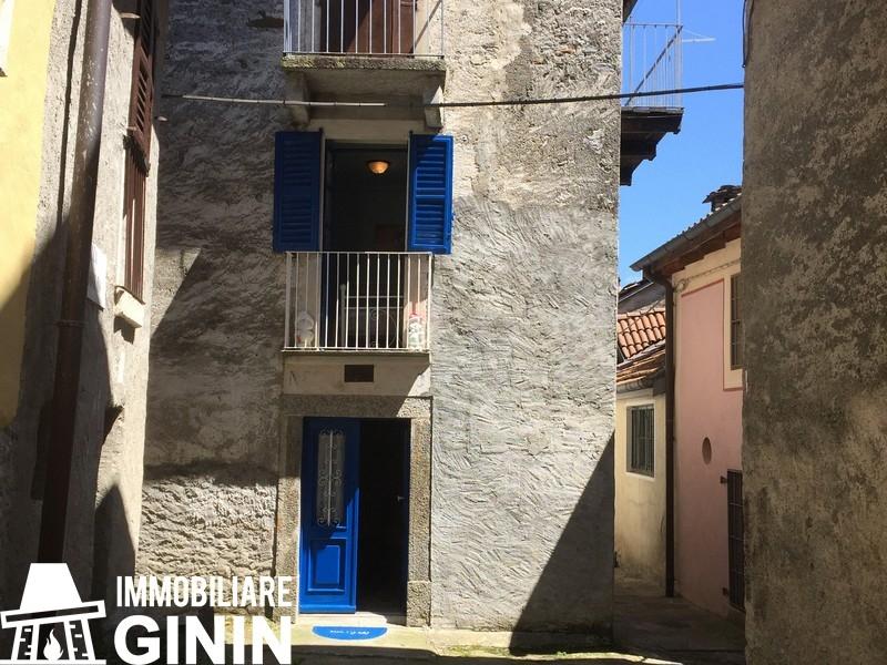Appartamento in vendita a Cannobio, 3 locali, prezzo € 48.000   CambioCasa.it
