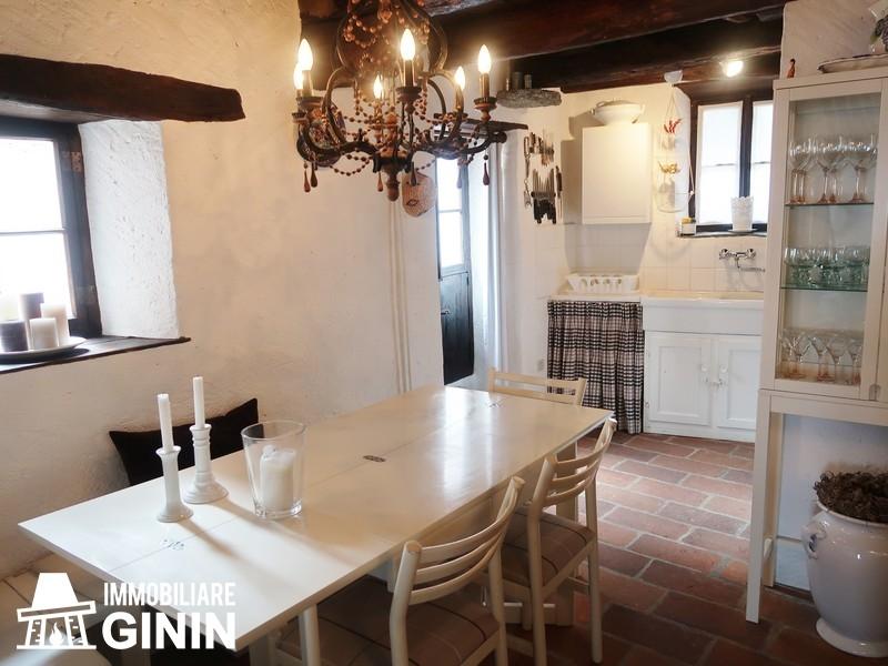 Rustico / Casale in vendita a Cannobio, 8 locali, prezzo € 185.000 | CambioCasa.it