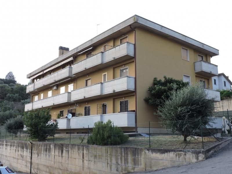 Appartamento in vendita a Magione, 4 locali, zona lo, prezzo € 89.000 | PortaleAgenzieImmobiliari.it