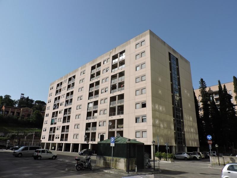 Appartamento da ristrutturare arredato in vendita Rif. 4049379