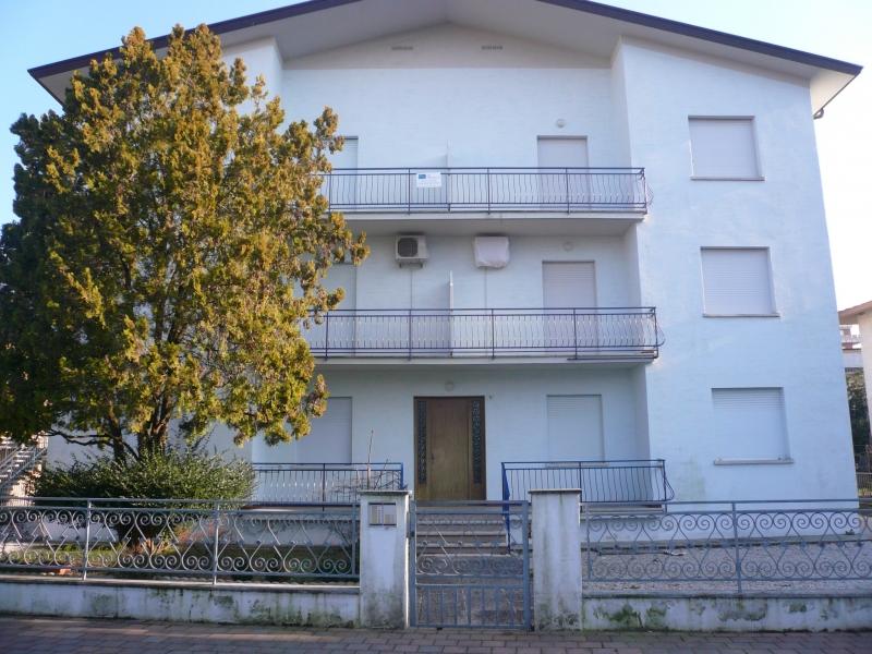 Appartamento in discrete condizioni arredato in vendita Rif. 4056695