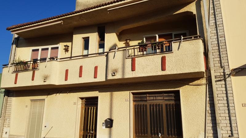 Appartamento in discrete condizioni in vendita Rif. 9793733