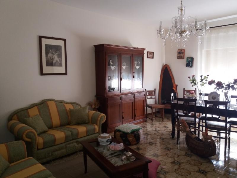 Appartamento in discrete condizioni in vendita Rif. 9706403