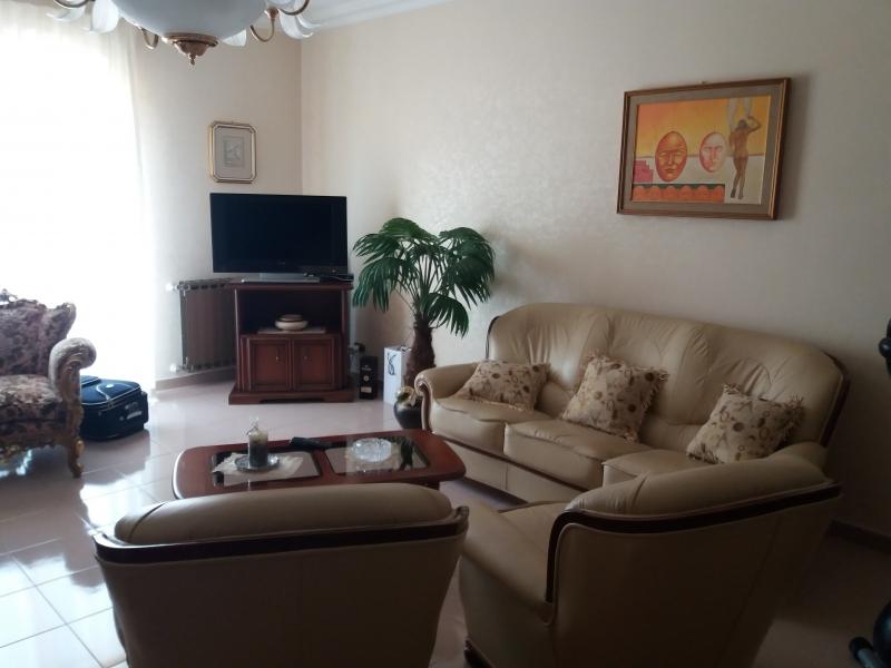 Appartamento in discrete condizioni in vendita Rif. 9706379