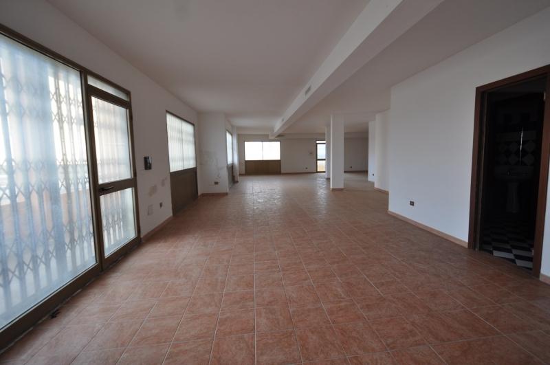 Olbia vendesi immobile commerciale 1 vani 200 Mq zona Olbia città