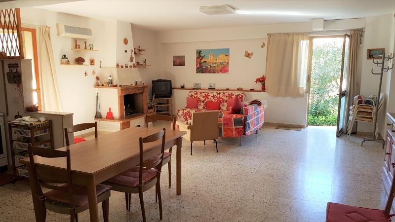 BONAGIA – Casa a solo su 2 elevazioni, pt + 1°, mq 180 ca + accessori + giardino di mq 400 ca + 2 garage, buone condizioni, Euro 150 mila CL E