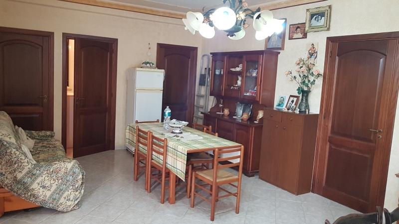 LOCOGRANDE – Villetta, mq 80 ca, 3 vani + accessori + oltre mq 500 ca di giardino, buone condizioni, Euro  99 mila, CL GI