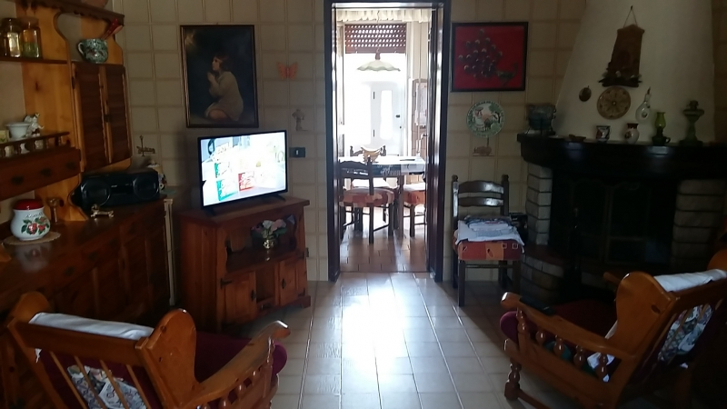Via Salemi Porticalazzo – Casa a solo, mq 110 ca, ampio 3 vani + accessori su lotto di terreno di mq 1000 ca, Euro 115mila CL G