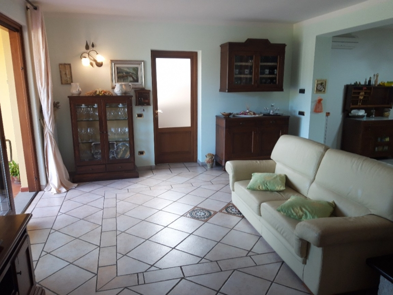 Appartamento in vendita a Uzzano, 2 locali, zona Zona: Torricchio, prezzo € 330.000   CambioCasa.it