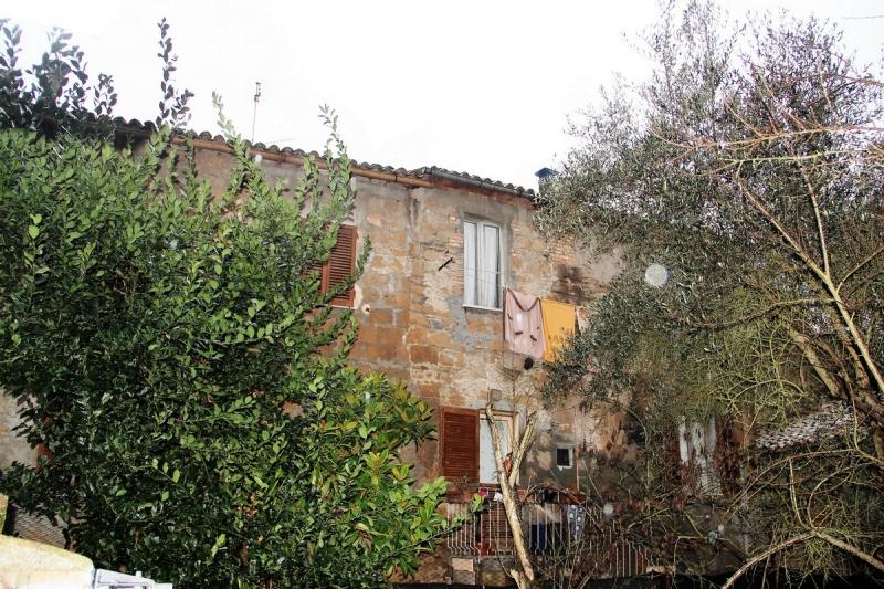 Orvieto centro - Appartamento indipendente da ristrutturare divisibile in due unità con cortile in vendita nel quartiere medievale di Orvieto