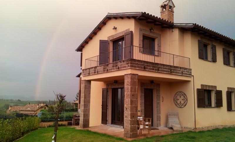 Orvieto - Vendesi abitazione indipendente su più livelli con terrazza e giardino in posizione tranquilla e panoramica nel circondario di Orvieto