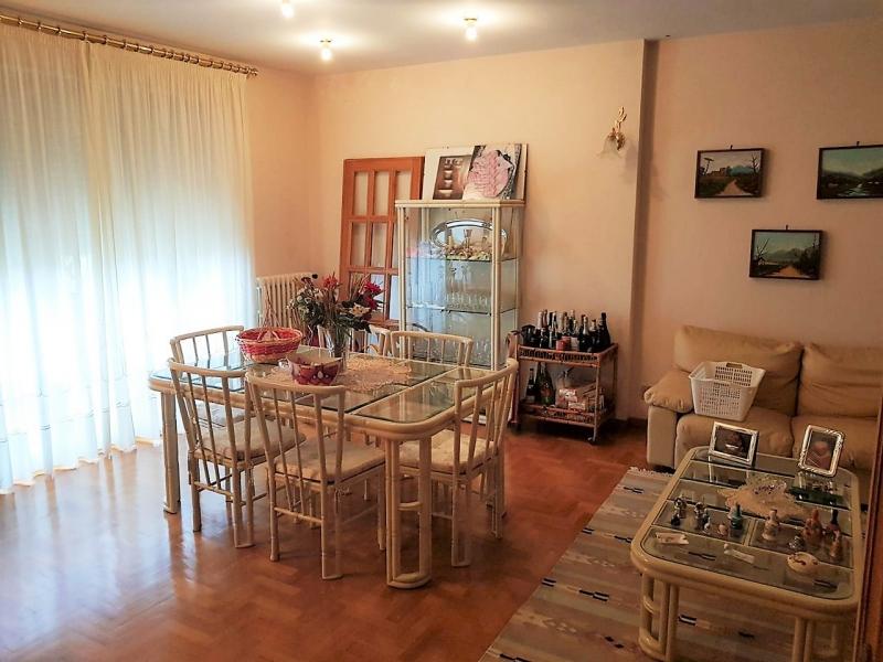 Porano - Vendesi abitazione indipendente suddivisa in tre appartamenti con garage, giardino e terreno.