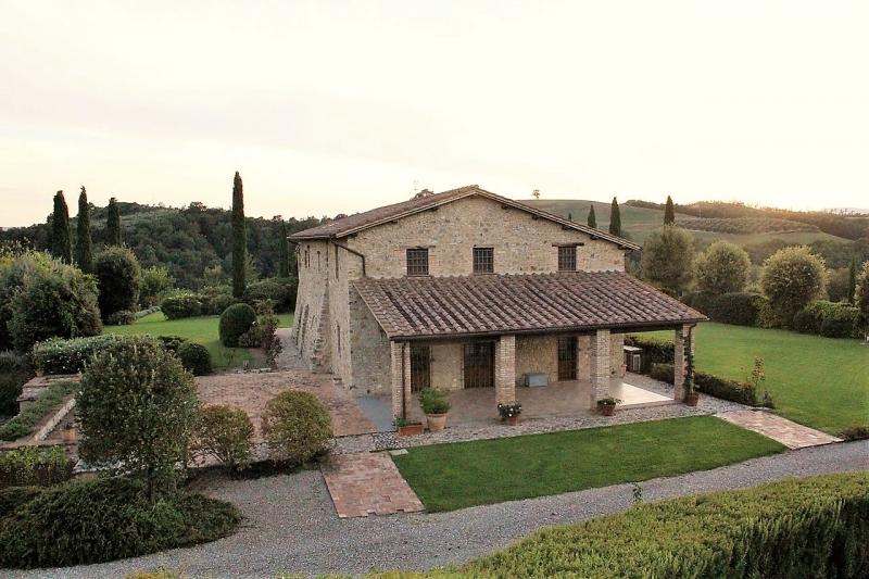 Orvieto (Loc. Bagni) - Affittasi splendido casale in pietra con piscina e terreno.