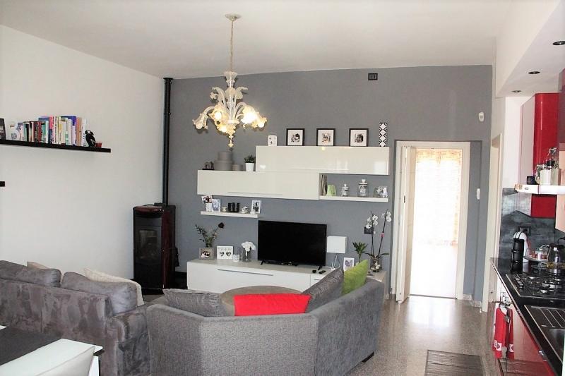 Lugnano in Teverina - vendesi casa semi indipendente ristrutturata con balcone,garage e giardino.