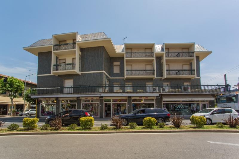 Immobile Commerciale in vendita a Montecatini-Terme, 55 locali, prezzo € 1.250.000 | CambioCasa.it