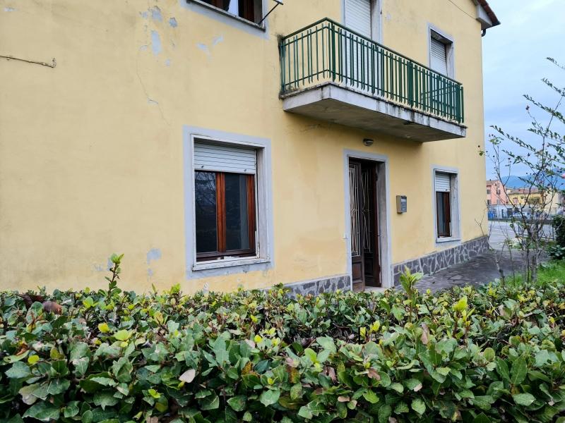 Ufficio / Studio in affitto a Capannori, 1 locali, zona Zona: Lammari , prezzo € 200 | CambioCasa.it